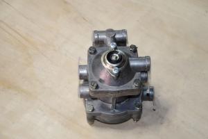 Клапан управления прицепом двухпроводный